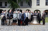 Členové před Arcidiecézním muzeem v Olomouci